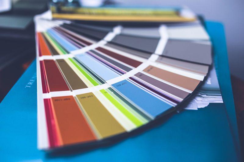 オリジナルで名入れ(別注)商品を作りたい!|その効果を高めるプロの色彩術!